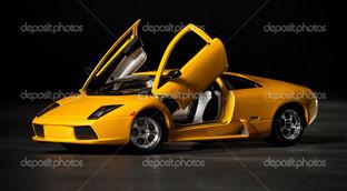 желтый спорт кар