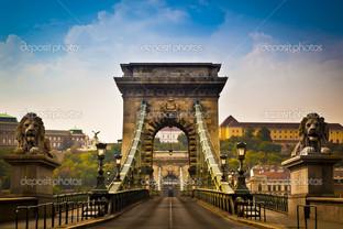 цепной мост на реке Дунаю