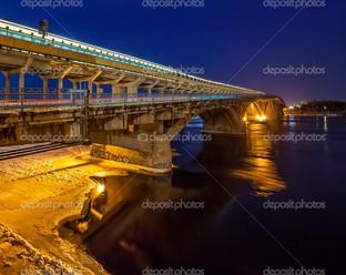 Киев метро мост вечер