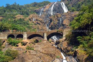 водопад и железная дорога мост