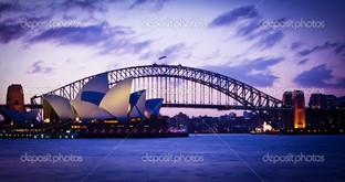 знаменитый театр и мост