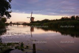 Голландская ветряная мельница