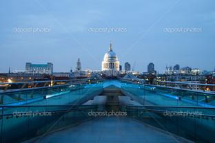 собор вид с моста Милениум