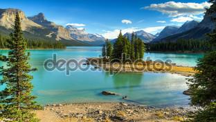 полуостров на озере