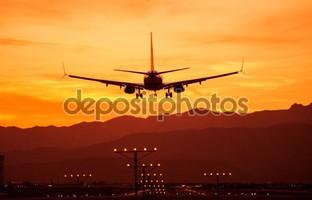 посадка самолет в закат