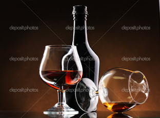 бутылка два бокала